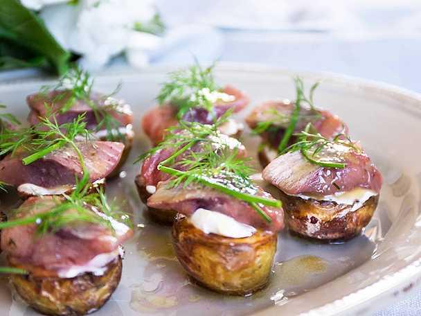 Abba Snittar med rostad potatis, matjessill och brynt smör