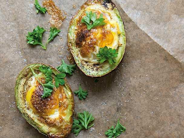 Ägg gratinerat i avokado
