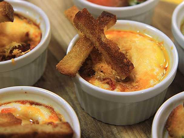 Äggcocotte med chorizo och chili