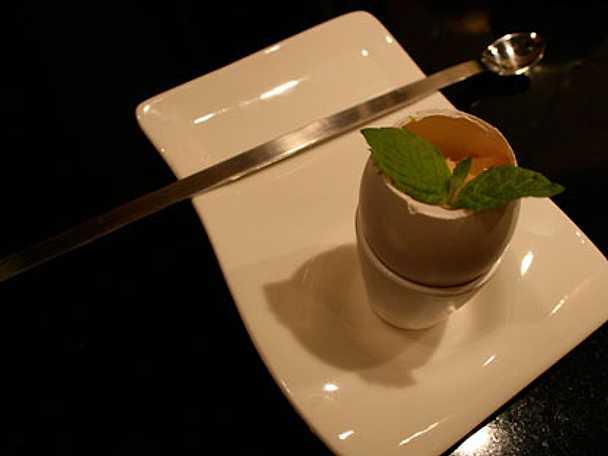 Äggkopp med varmrökt lax