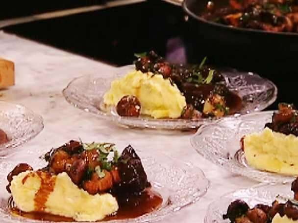 Älg-Boeuf Bourgignon med mandelpotatis - och roquefortost