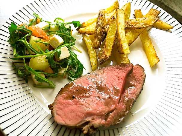 Älgkött med potatis och rödvinssås