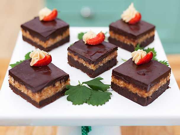 Alice bästa brownie med caramel crunch och jordnötsfrosting