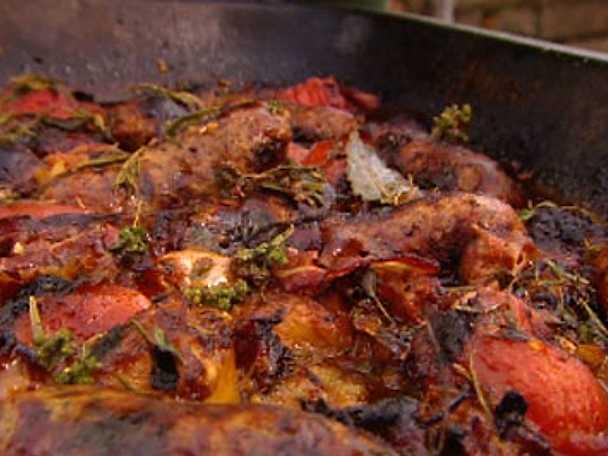 Allt-i-ett-gryta med tomater och korv
