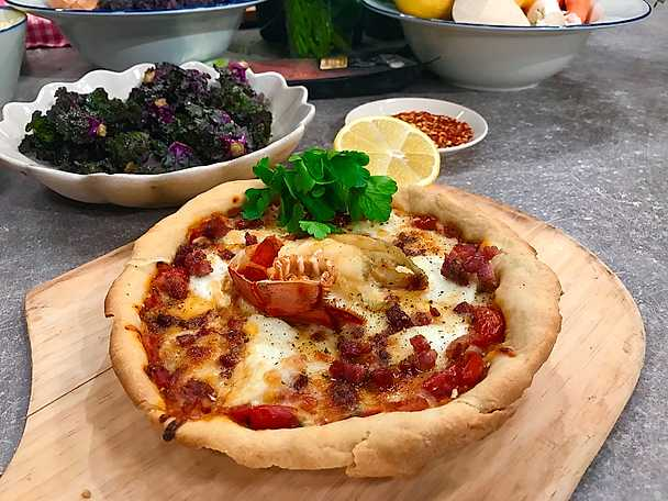 American lobster pan pizza