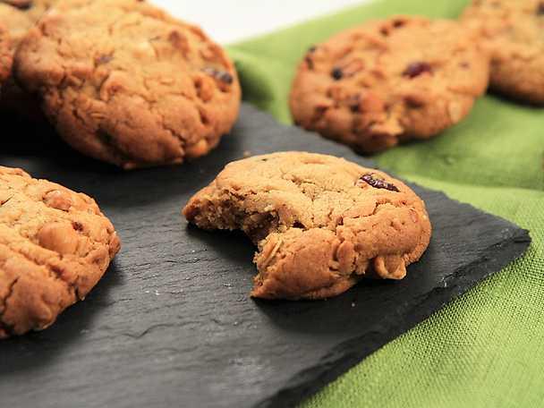Amerikanska cookies med tranbär och nötter