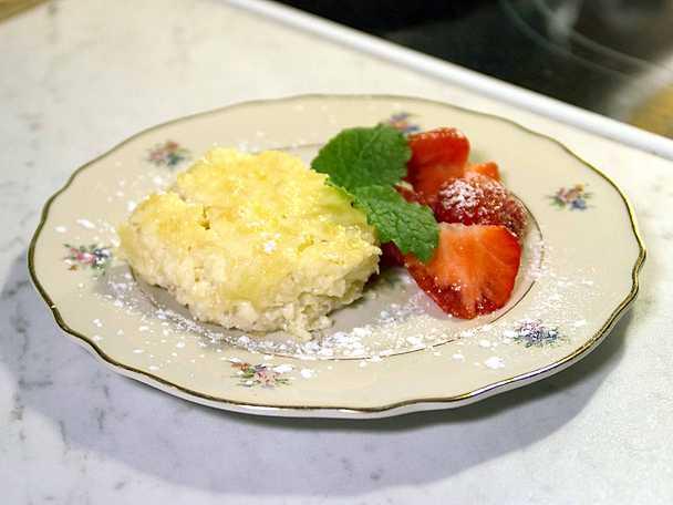 Ananaspaj toppad med Limoncello