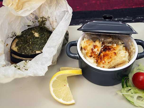 Ångande fiskgömma, serveras med rykande gratäng