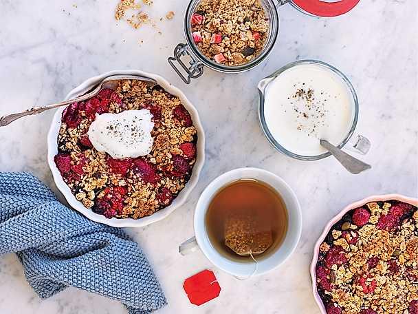 Änglamark Frukostbärpaj med kardemummayoghurt