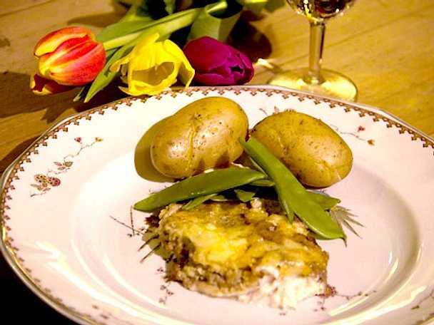 Ängsögös med potatis och sockerärtor