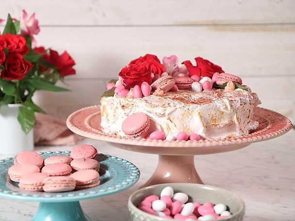 Anthon Berg - alla hjärtans dag-tårta med vaniljpannacotta och hallonmousse