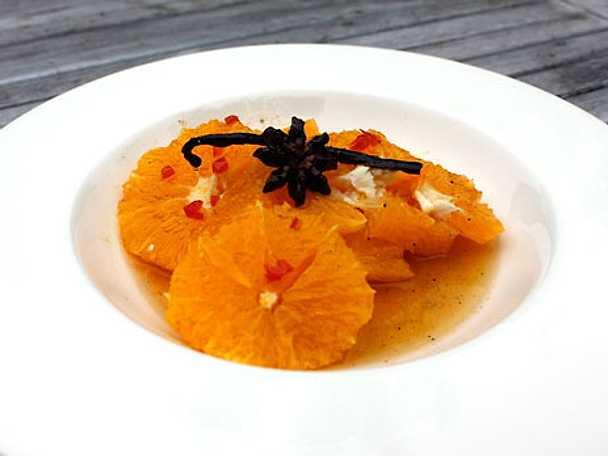 Apelsiner med kryddig sirap