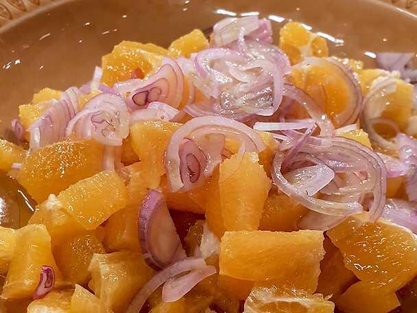 Apelsinsallad med schalottenlök och olivolja
