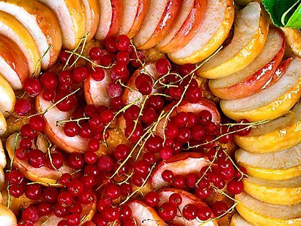 Äppel- och vinbärspaj