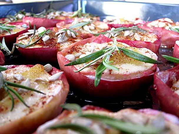 Äppelhalvor i ugn till skinkan