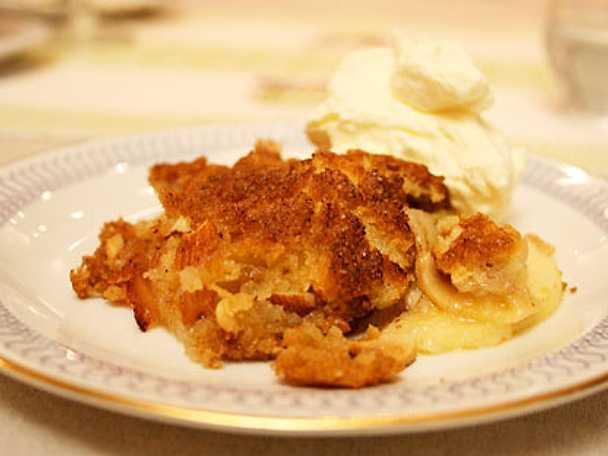 Äppelkaka med punchgrädde