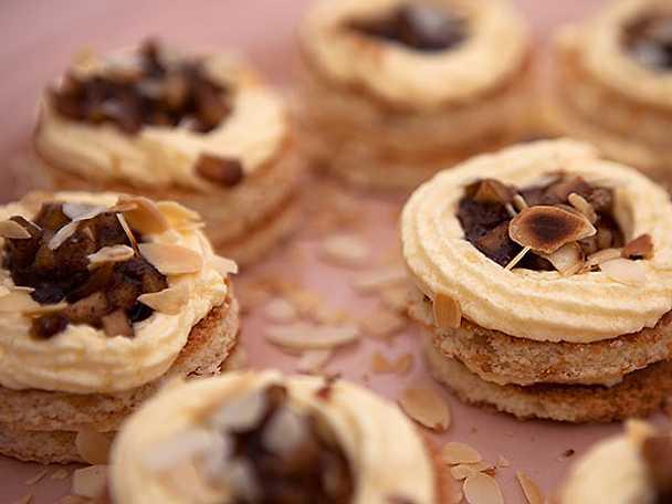 Äppelkaka med smak av kardemumma och calvados