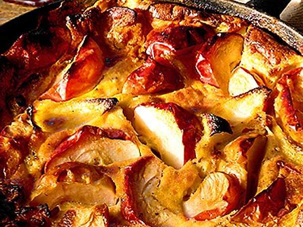 Äppelkaka på röda äpplen