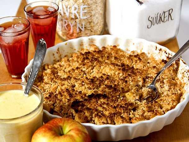 Äppelsmulpaj med vaniljsås