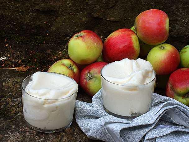 Äppelsorbet med yoghurt