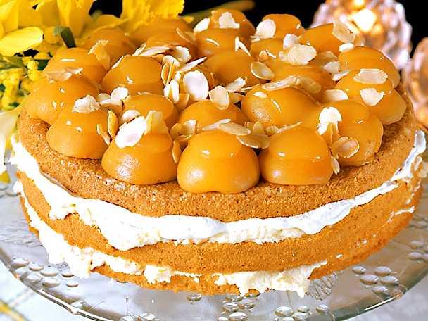 Aprikos- och vaniljtårta