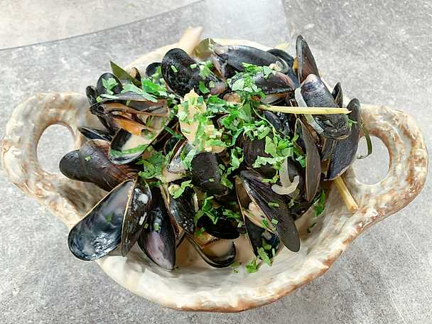 Asian moules mariniere
