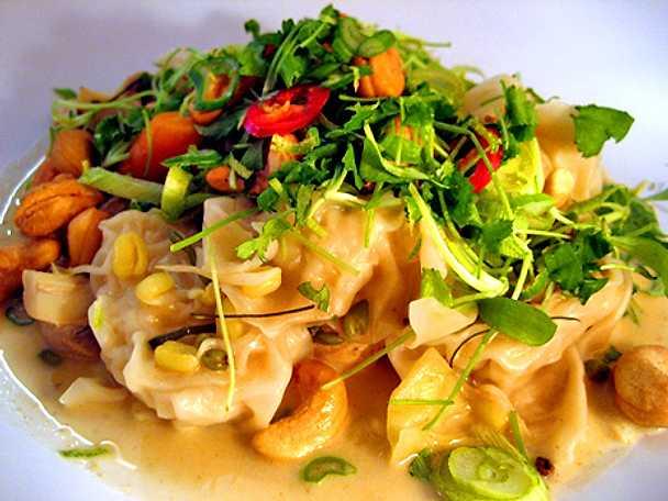 Asiatisk soppa med kycklingdumplings