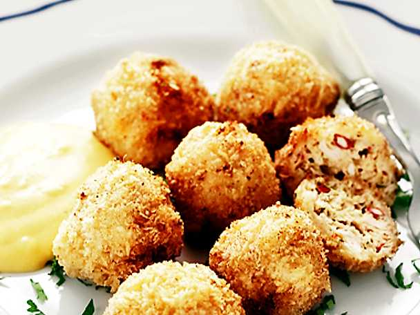 Asiatiska skaldjursbollar med sötpotatisdipp