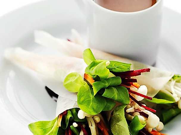 Asiatiska vegostrutar med sötsur dipp