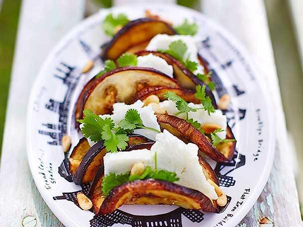 Auberginetacos med fetaost och pinjenötter