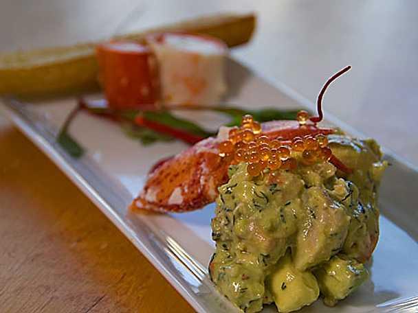 Avokado- och hummersallad med vit balsamdressing