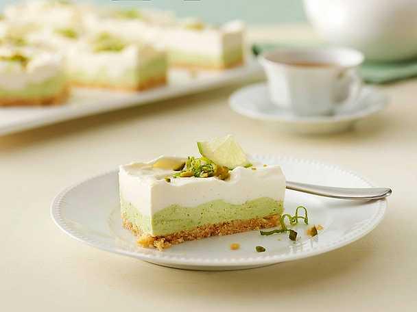 Avokado- och limecheesecake med fläder och pistage