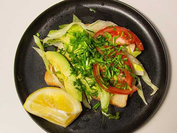 Avokadotoast med tomat