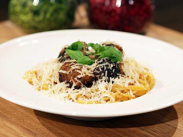 Axels Spaghetti med Italienska köttbullar och tomatsås