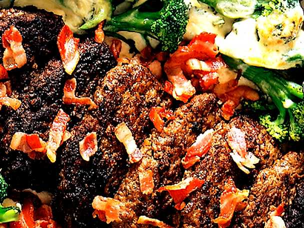 Baconbiffar med gratinerad broccoli