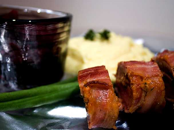 Baconlindad lammytterfilé med örter