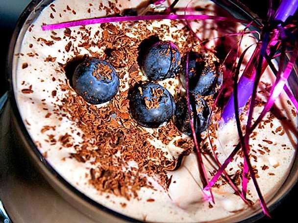 Baileys glassdrink med mint och hallon