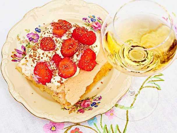 Baka jordgubbstårta till midsommar