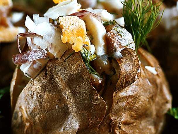 Bakad potatis med matjesröra