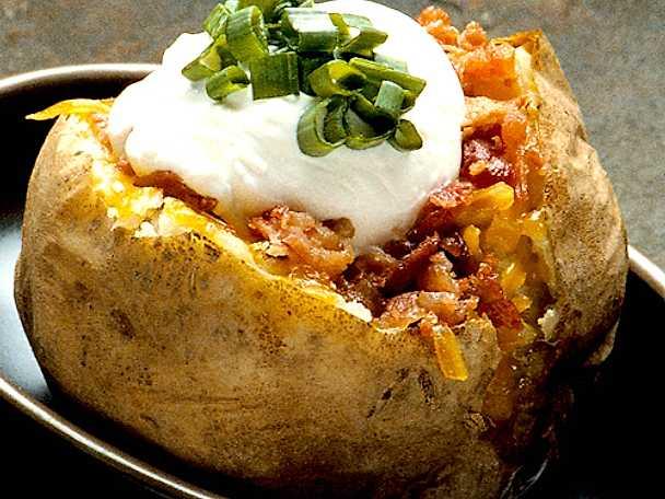 Bakad potatis med tomatröra