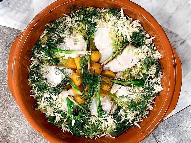 Bakad skreitorsk med hollandaisesås och grönsaksfat