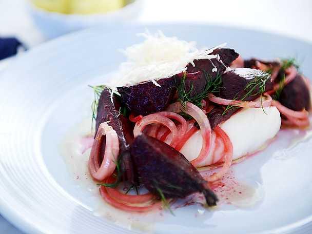 bakad torsk med rödbeta och brynt citronsmör
