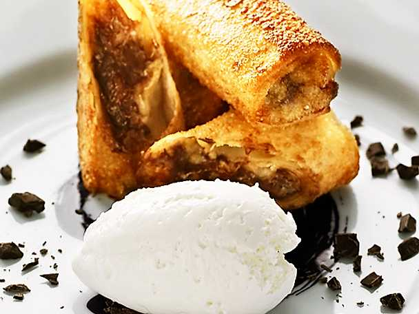 Banan- och chokladvårrulle med glass