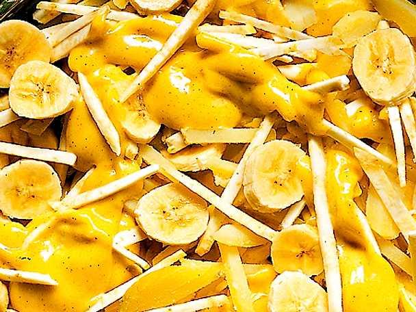 Banan- och rotsellerisallad