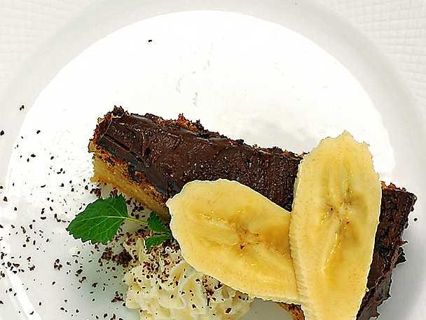 Banankaka med chokladglasyr