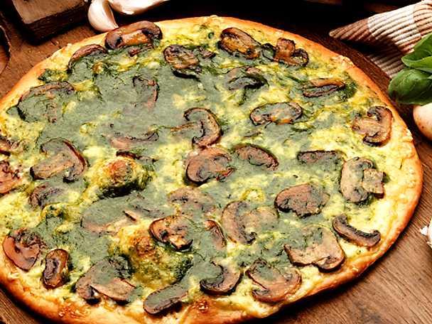 Basilikapizza med champinjoner