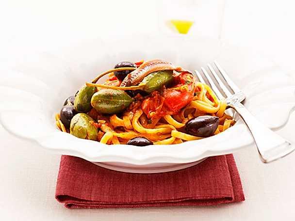 Bavette med tomat, kapris och sardeller