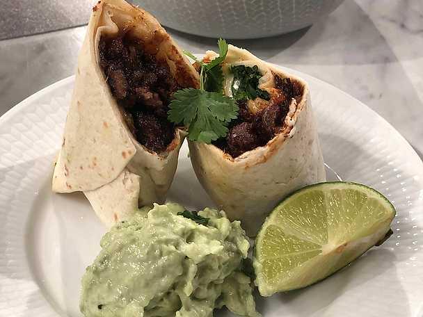 BBQ pulled oats burrito med avokadodipp