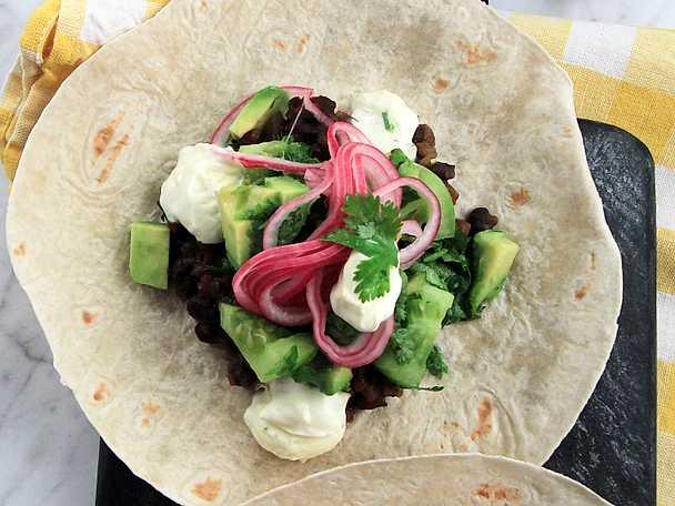 Bean taco med grön salsa