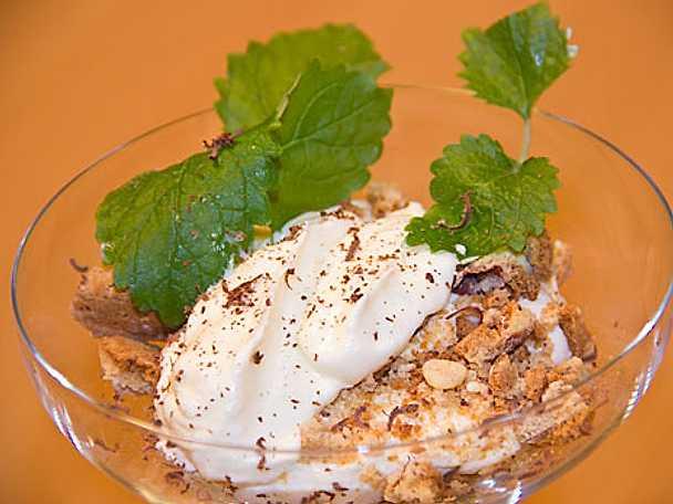 Biscotticrunch med grädde och lemoncurd